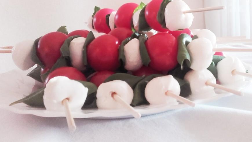 Tomato-mozzarella skewers